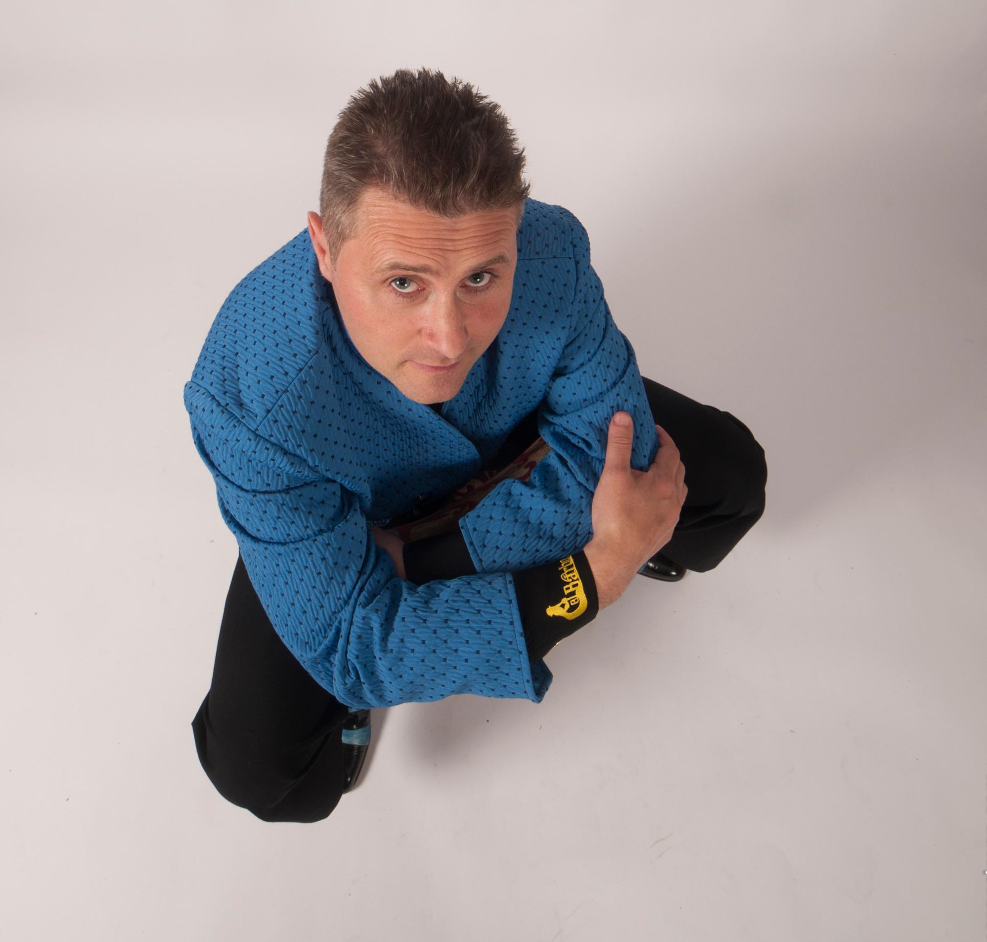 Identitaire costume bleu